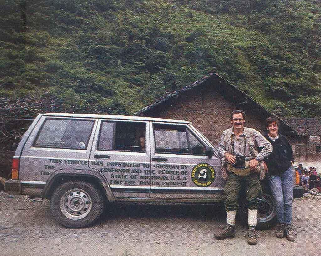 Cina: Daniele Pellegrini con Laura Trombetta-Panigadi nella riserva del panda di Wolong