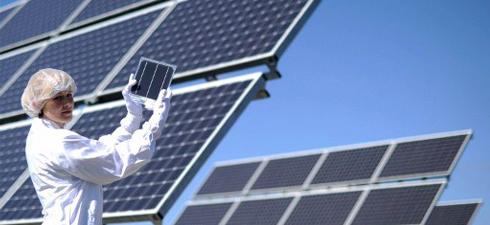 L'inaugurazione della centrale solare di Arnstadt, nell'agosto 2010 (AFP)
