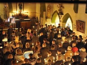 """I funerali di Tim Ribberink, nella chiesa di Tilligte, in Olanda, dove il ragazzo viveva. """"Invece di maledire il buio accendiamo una candela"""""""