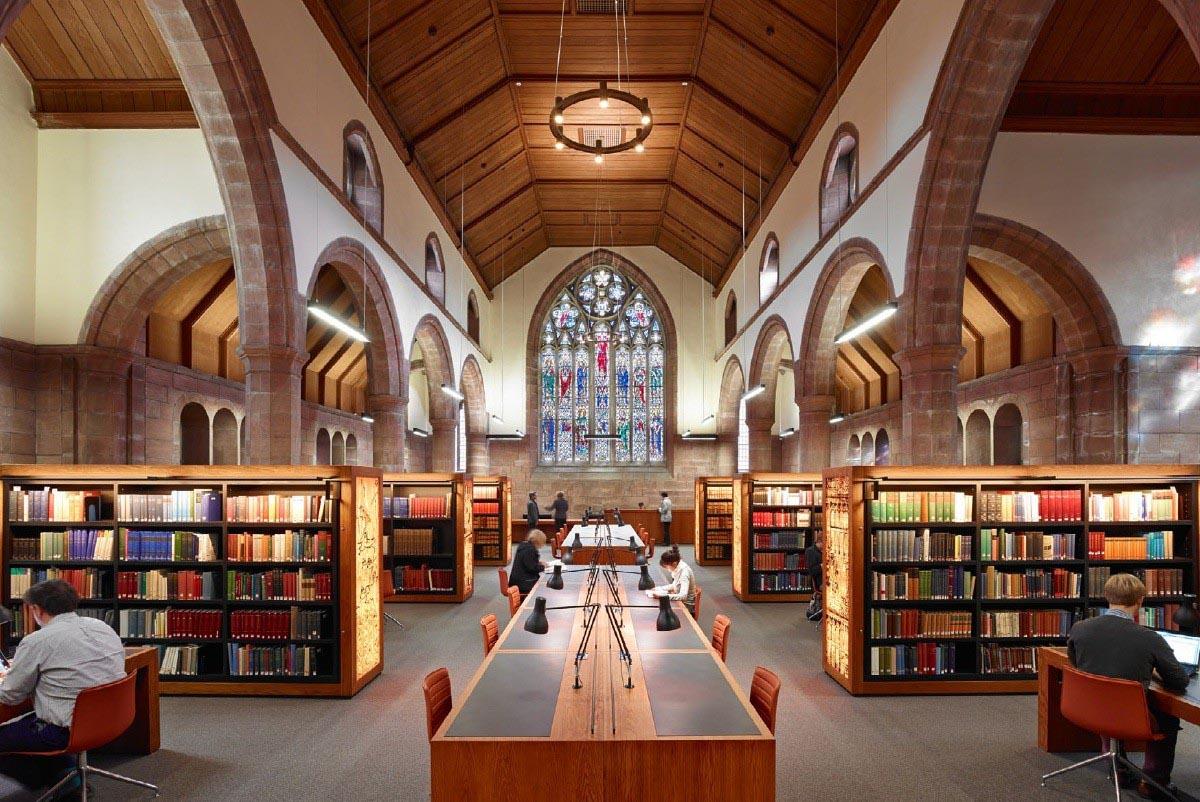St Andrews, più <em>bolla</em> che ateneo scozzese: <br />nella biblioteca aperta 24 ore su 24 <br />ci pianti le tende e ci vivi per giorni