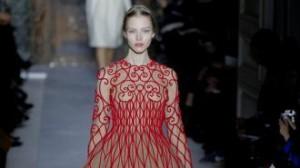VALENTINO - Una modella alle ultime sfilate dell'Alta moda parigina