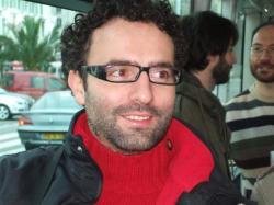 Alessio Ciacci, dal 2007 assessore del Comune di Capannori, è nato a Lucca nel 1980. Si è distinto nella sua attività politica per l'attenzione rivolta all'ambiente e per la promozione di attività economiche sostenibili: è anche membro del consiglio direttivo dell'Associazione Comuni Virtuosi; membro del direttivo nazionale del Coordinamento enti locali Agende 21 per Kyoto.