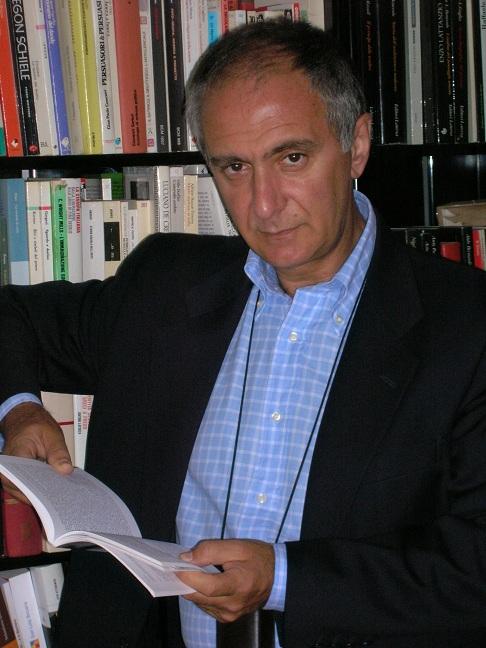 Gino Dato (Bari, 1949), editore della Progedit. Nel '73 si è laureato in Storia contemporanea nell'ateneo barese, relatore Franco De Felice, correlatore Giuseppe Vacca.