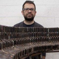 Fate concerti, non fate la guerra: elogio di Pedro Reyes, artista che crea strumenti musicali dalle armi sequestrate