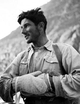 Walter Bonatti (Bergamo, 1930 – Roma 2011) fotografato durante una spedizione sul Monte Bianco