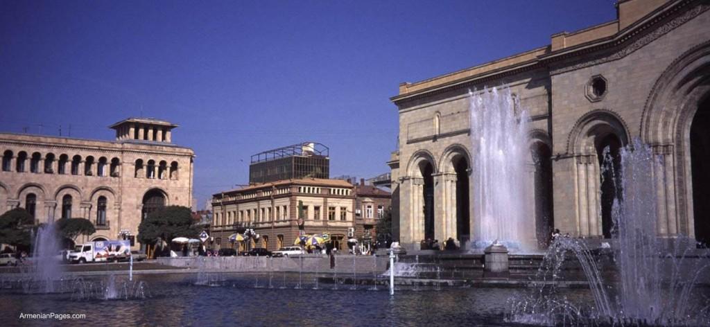 Piazza della Repubblica a Yerevan (© Armenianpages.com)