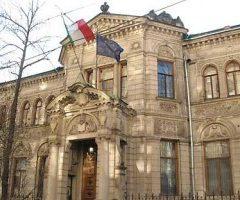"""La luce: la fuga delle donne nel primo """"ricevimento elettrico"""" a Mosca, all'Ambasciata d'Italia"""