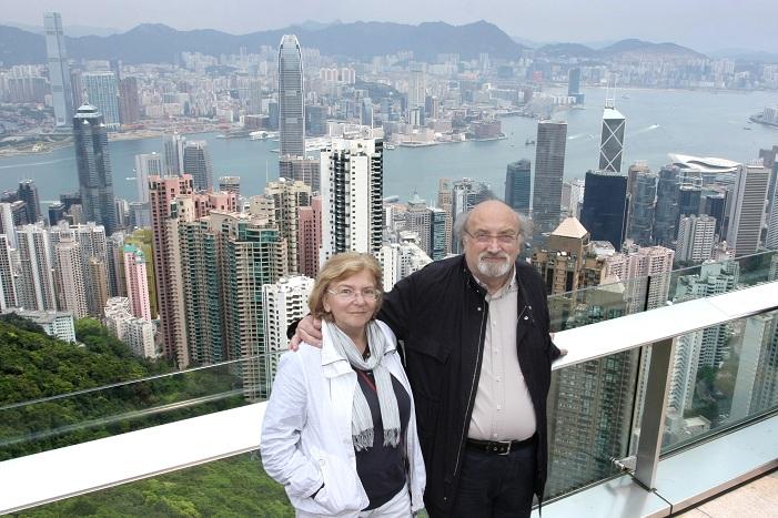 Manuela e Salvatore Giannella in cima al Peak di Hong Kong