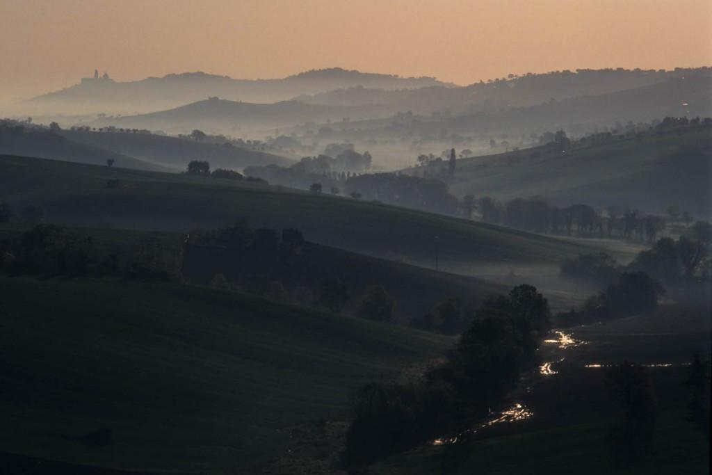 Nebbia fiume Potenza Loreto.