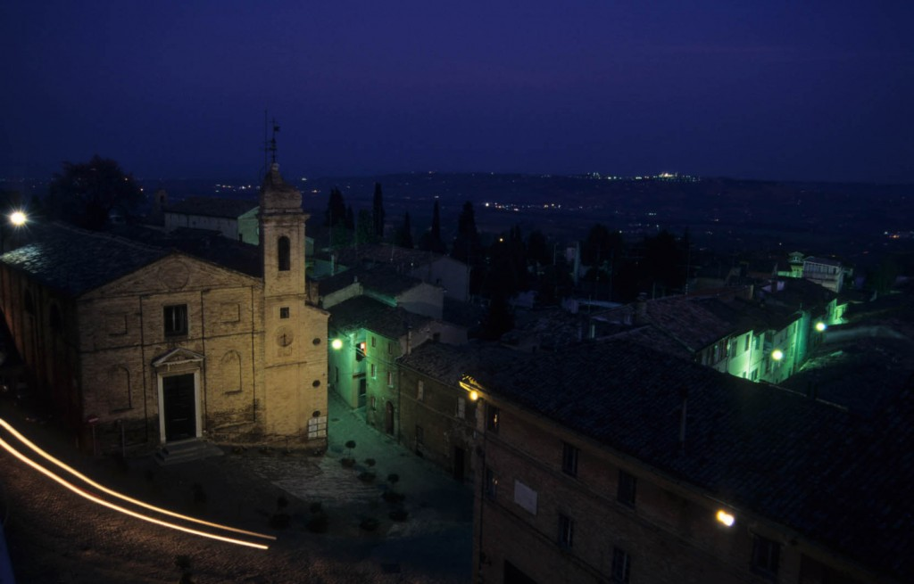 Veduta notturna Recanati e Chiesa S.Maria