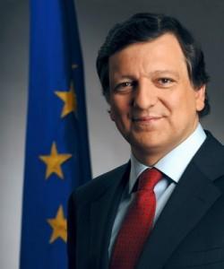 José Manuel Durão Barroso (Lisbona, 1956) è un politico e accademico portoghese. Dal 2004 è presidente della Commissione europea. In passato è stato ministro e Primo ministro del Portogallo.