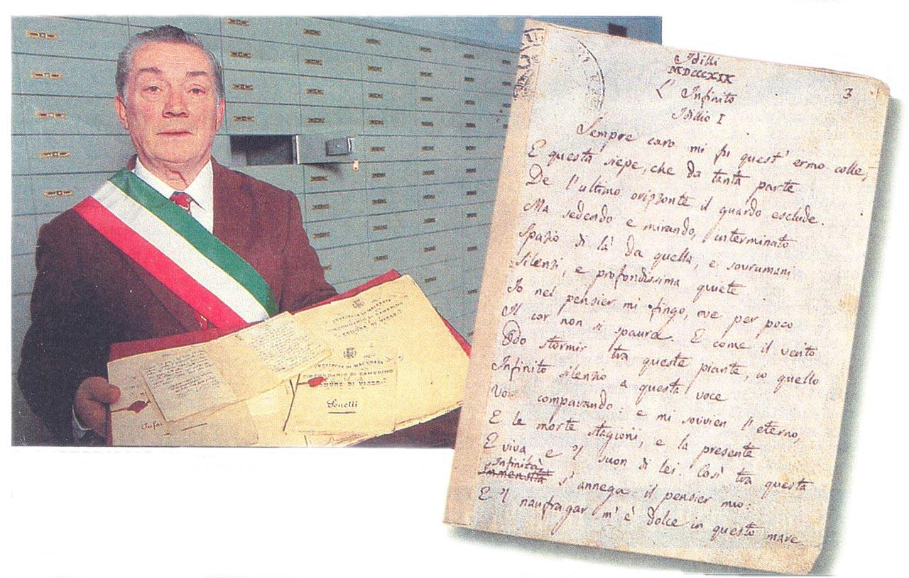 Camerino (Macerata). Alessandro Lucerna, sindaco del vicino comune di Visso, mostra l'originale (a destra) dell'Infinito di Leopardi. Il manoscritto fu acquistato 145 anni fa dal municipio di Visso per 400 lire.