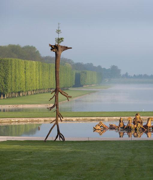 Le foglie delle radici, di Giuseppe Penone, esposto ai giardini di Versailles. Qui aveva operato il francese André Le Nôtre, stesso ideatore dei giardini della reggia di Versailles.