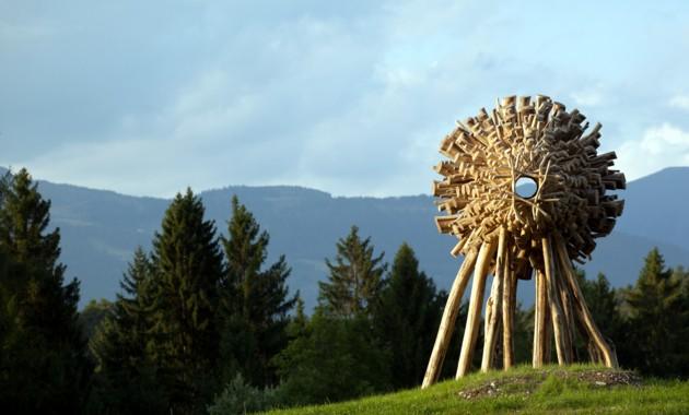 Un'installazione nel percorso Artenatura in Valsugana.