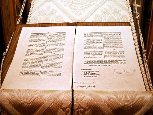 Della Carta Costituzionale vi sono tre originali, uno dei quali è conservato presso l'archivio storico della Presidenza della Repubblica.
