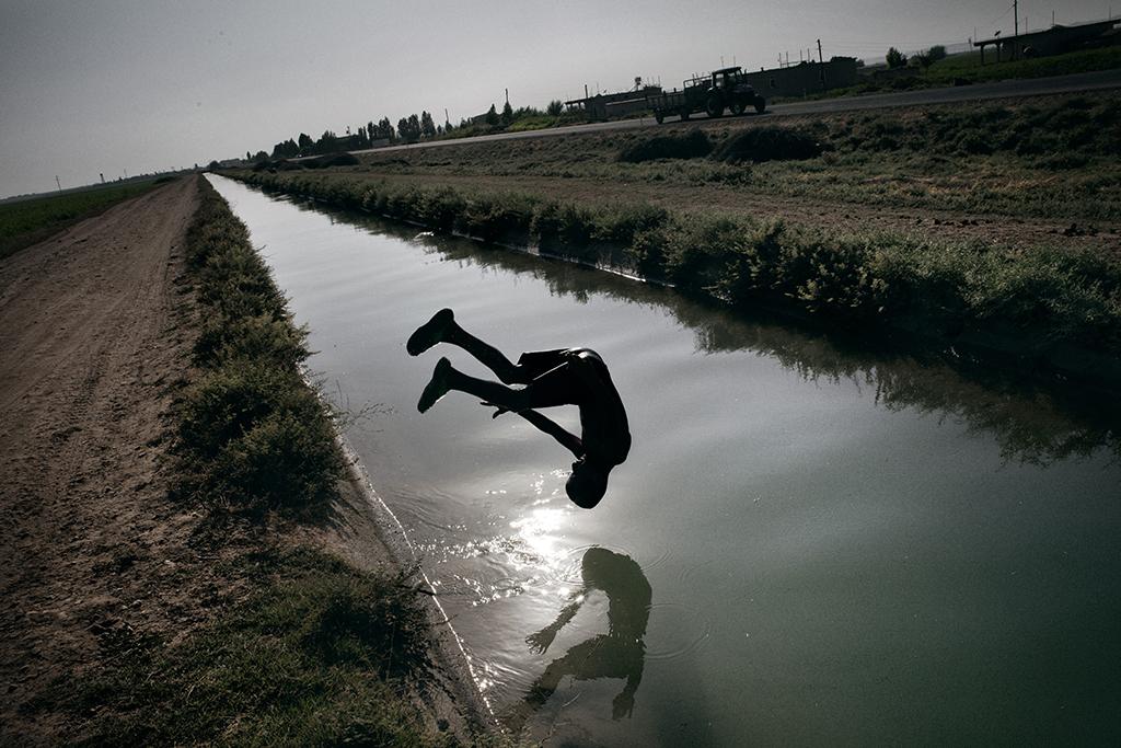 Un canale per l'irrigazione nella pianura di Harran nella provincia di Sanliurfa. Tra I suoi traguardi, il progetto GAP prevede di irrigare 1,7 milioni di ettari di territorio.