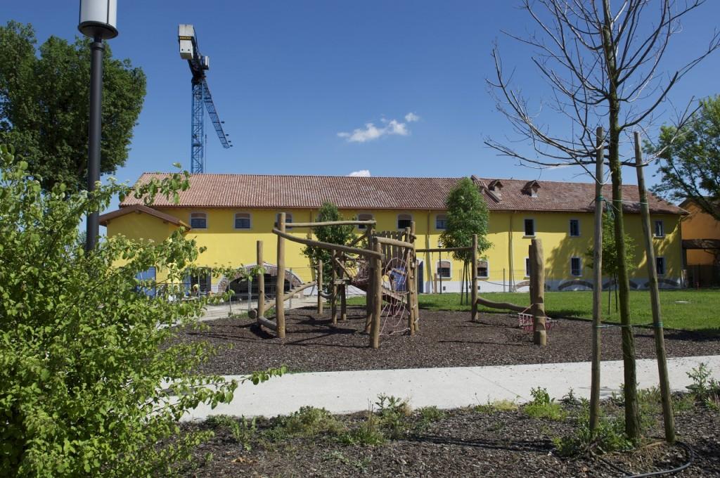 Basiglio (Milano). L'esterno del mulino di Vione:la struttura risanata ospiterà gli eventi culturali del comune.