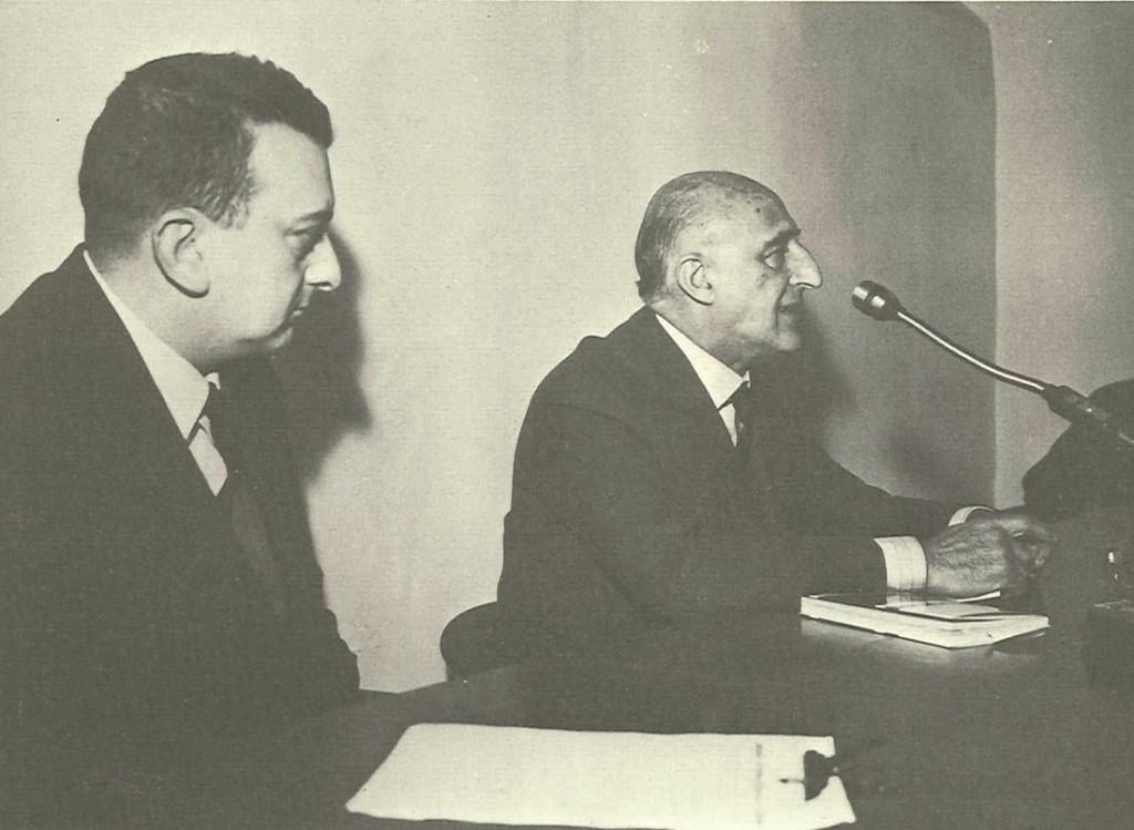Mario Guida con Gillo Dorfles (Trieste, 1910), critico d'arte, pittore e filosofo italiano.
