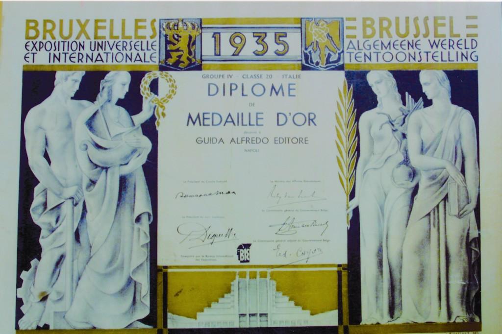 """La """"Medaglia d'oro"""" per meriti editoriali, conquistata alla Prima Fiera Internazionale del Libro di Bruxelles (1935)"""