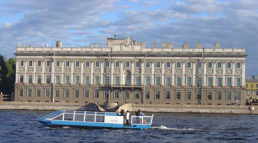 San Pietroburgo (Russia): il Palazzo di Marmo prende il suo nome dall'utilizzo di svariati tipi di marmi per realizzare i rivestimenti e le decorazioni del palazzo. Ne sono sono stati impiegati, infatti, 32 tipi diversi.