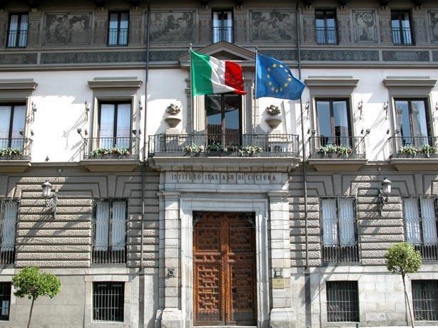 La facciata del palazzo dell'Istituto Italiano di Cultura di Madrid