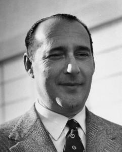 Roberto Rossellini (Roma, 1906 – Roma, 1977). È stato uno dei più importanti registi della storia del cinema italiano, che ha contribuito a rendere noto al mondo con pellicole come Roma città aperta.