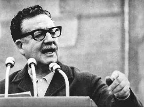Salvador Guillermo Allende Gossens (Valparaíso, 1908 – Santiago del Cile, 1973) è stato un politico cileno, primo Presidente marxista democraticamente eletto nelle Americhe e, secondo alcuni, al mondo.Allende fu Presidente del Cile dal 3 novembre 1970 fino alla destituzione violenta a seguito di un colpo di stato militare appoggiato dagli Stati Uniti, avvenuta l'11 settembre 1973, giorno della sua morte.
