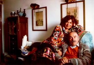Tonino Guerra (1920-2012), poeta e sceneggiatore, con la moglie Eleonora Kreindlina, chiamata Lora, con cui si unisce a Mosca nel 1977.