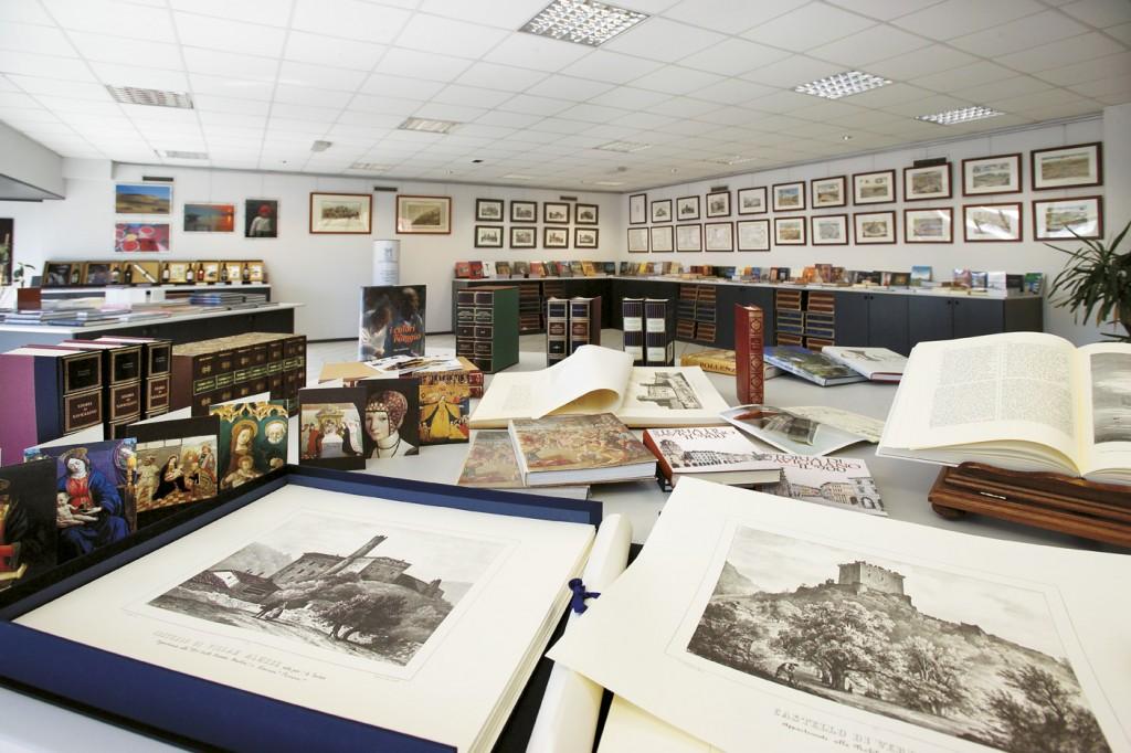 Il bookshop della casa editrice, in cui sono esposti i 150 titoli a catalogo