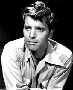 Burt Lancaster, nome completo Burton Stephen Lancaster (New York, 1913 – Century City, 1994), è stato un attore, regista e produttore cinematografico statunitense. Qui sopra, ritratto nel film Furia nel deserto (1947)