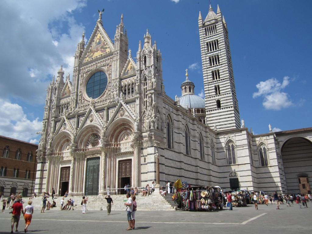 La cattedrale metropolitana di Santa Maria Assunta è il principale luogo di culto cattolico di Siena, in Toscana, sede vescovile dell'arcidiocesi metropolitana di Siena-Colle di Val d'Elsa-Montalcino; l'edificio è situato nell'omonima piazza, nel Terzo di Città. Costruita in stile romanico-gotico italiano, è una delle più significative chiese realizzate in questo stile in Italia.