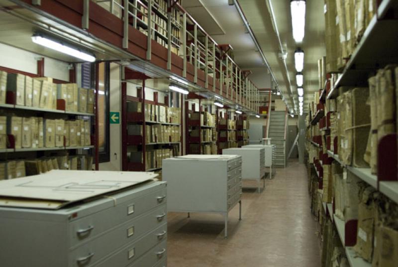 Il patrimonio documentario dell'Archivio di Stato di Bologna è costituito da oltre 5.000 fondi archivistici, per un totale di circa 250.000 pezzi, che testimoniano un millennio di storia della città e del suo territorio, dal X al XX secolo.