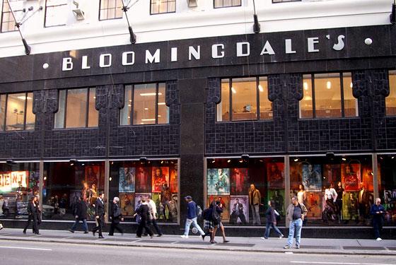 """Bloomingdale's fu la prima azienda ad utilizzare un ormai noto strumento di marketing: la """"shopping bag"""". Infatti nel 1961 l'impresa introdusse l'uso di una busta di carta per evidenziare il proprio marchio distintivo, """"Big brown bag""""."""