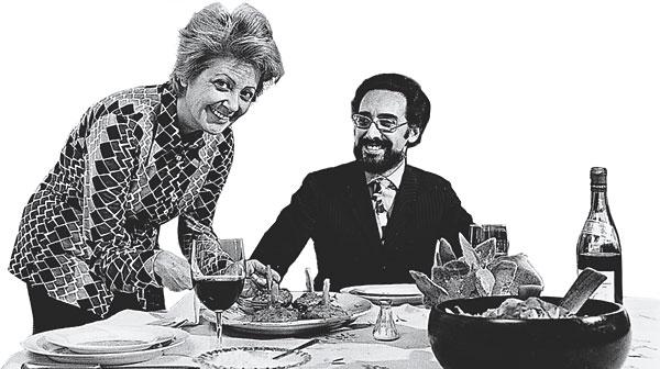 Marcella e Victor Hazan nell'ottobre 1970, durante la preparazione del pranzo con Craig Claiborne che avrebbe cambiato le loro vite.