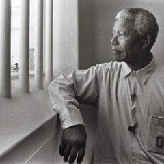 Ciao Mandela, ti ricordiamo con la poesia che leggesti ogni giorno nella tua cella