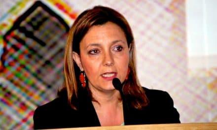 Un sindaco contro la mafia calabrese: l'Inghilterra scopre Elisabetta Tripodi