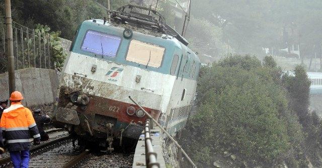 treno-deragliato-liguria