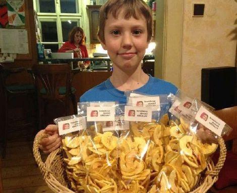 Diventa imprenditore a 11 anni vendendo mele secche online