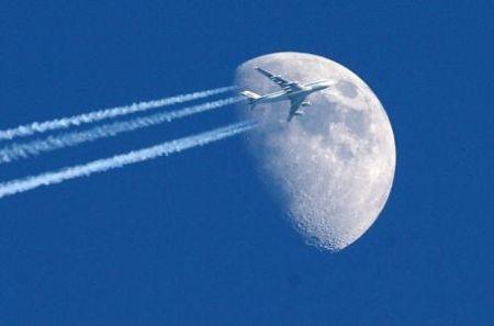 Sta per decollare l'aereo che va a spazzatura