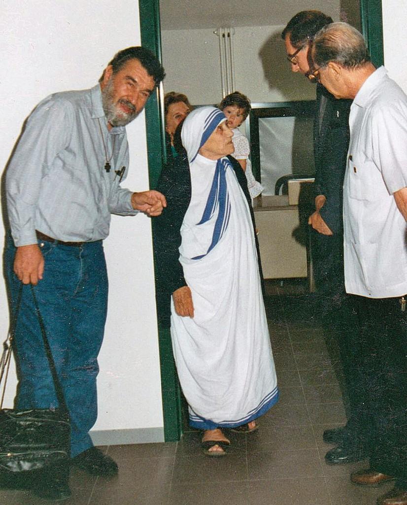 Ottavio-Raimondo-madre-Teresa-1993-emi-editrice-missionaria-italiana