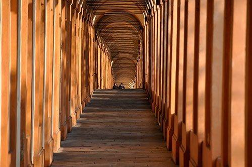 Una raccolta fondi record salva il portico di San Luca a Bologna