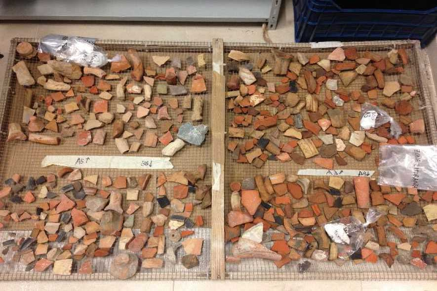 salapia-puglia-frammenti-vasi-ceramici