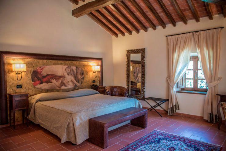 villa-campomaggio-interno-camera-opera-arte-opere-trafugate-toscana