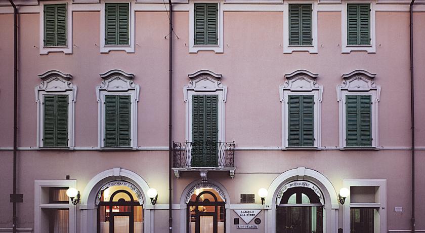 Stanze d 39 albergo e design amsterdam chiama lugo risponde for Hotel amsterdam stazione