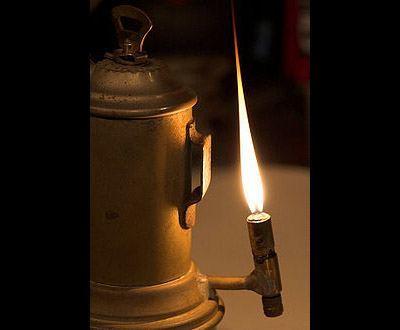 LUX: nell'anno della Luce <br />la breve storia <br />delle lampade per i minatori