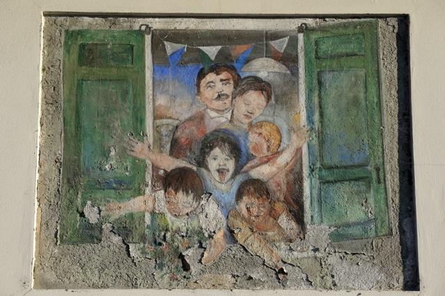 'Famiglia alla finestra', realizzato per il Palio delle Contrade del 1987.