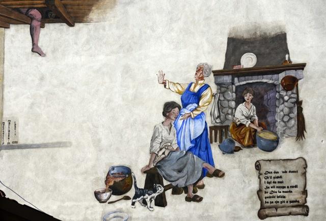 Rappresentazione di una storia popolare. Mentre le donne si riunivano nei fienili per cucinare, gli uomini calavano una gamba rossa per spaventarle, farle fuggire e rubare il pasto.