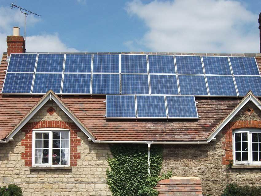 """Fotovoltaico, l'Italia conquista <br />il terzo posto al mondo</strong> <p class=""""redutit"""">Il 15% degli impianti solari del pianeta è nel nostro Paese.</p>"""