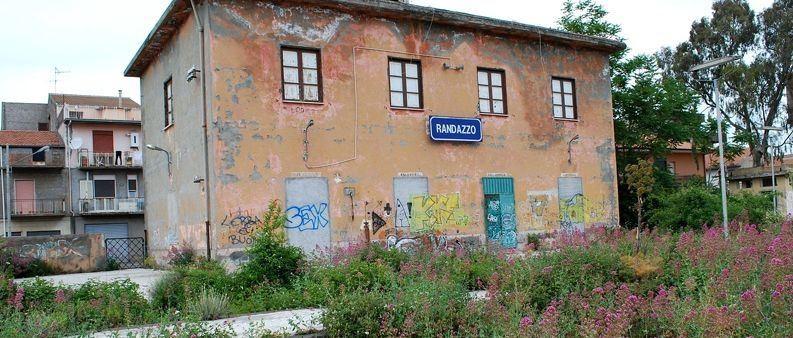 Adotta una stazione ferroviaria abbandonata