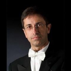 Vito Paternoster condivide il suo violoncello con noi. Ovvero: se è il musicista a chiedere di essere copiato